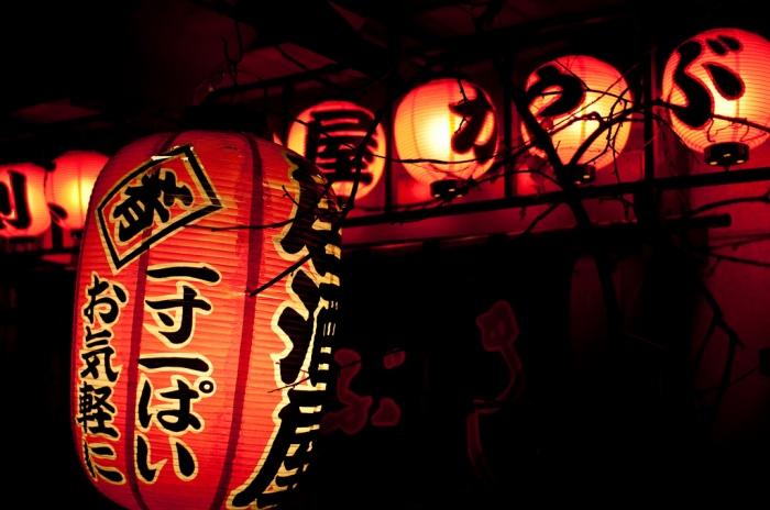 Muchos restaurantes de comida tradicional en Japón se identifican por este tipo de globo en la puerta