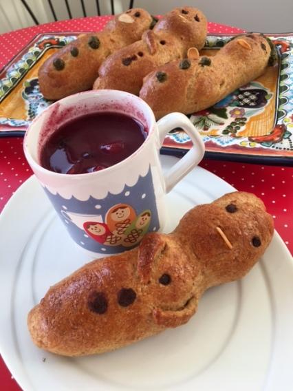 La deliciosa colada morada de Mari y mis coquetas guaguas de pan